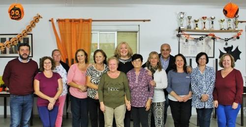 Foto de familia con las usuarias del taller de adultos de Santa Adela
