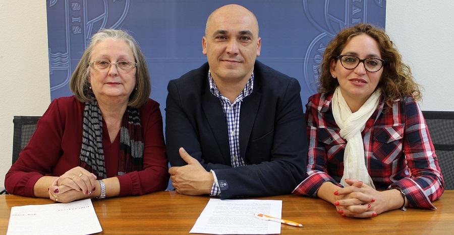 Gregorio Morales (centro) junto a a miembros de ADIMO en la presentación de las actividades por el Día Mundial de la Dianeyes