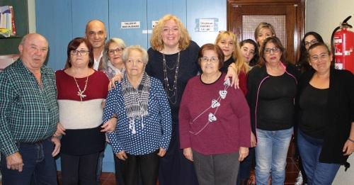 La alcaldesa de Motril con los alumnos y alumnas del Taller de Adultos de Cerrillo Jaime