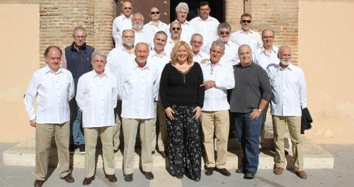 La alcaldesa recibe al grupo A Contraluz, que actúa este sábado en el IX Encuentro de Pulso y Púa Ciudad del Azúcar