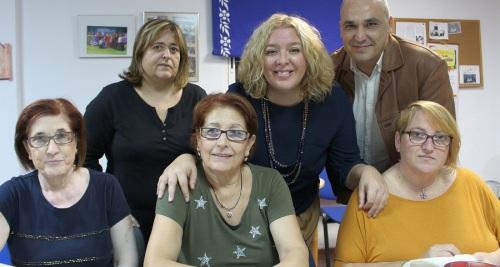 La alcaldesa visita el Taller de Adultos del barrio de Las Angustias