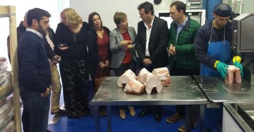 La Junta de Andalucía busca mejorar la comercialización y transformación de productos pesqueros en la Costa