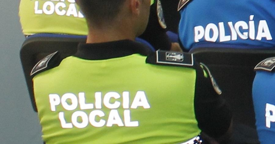 La Policía Local detiene a dos individuos sospechosos de robar en un comercio