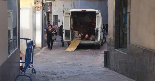 Mantenimiento construye el acerado entre la calle Lavadero de Burgos y la calle Travesía de Manuel Peña Alta