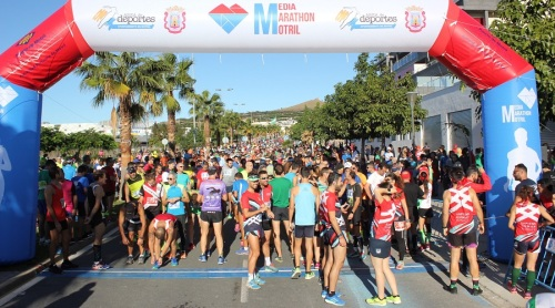 Manuel Santiago Molina y Fátima Azzahraa ganan la XXXIV edición de la Media Marathón Ciudad de Motril