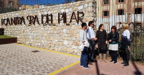 Representantes de IU Motril frente a la Fábrica del Pilar