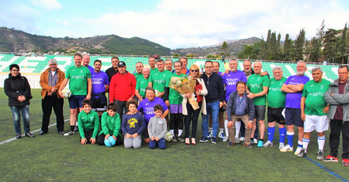 El fútbol veterano de La Herradura rindió homenaje póstumo al ex jugador Paco Peralta