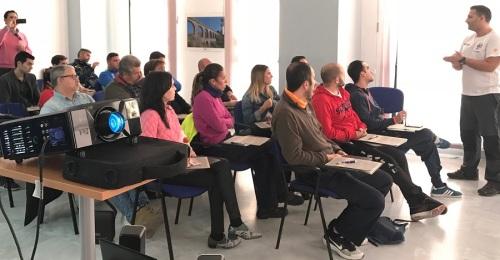 El personal de deportes del Ayto. de Salobreña recibe formación en primeros auxilios y en el uso del desfibrilador