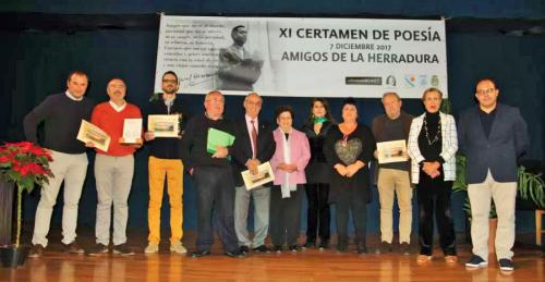 José Manuel Martín Portales recogió su premio del Certamen de Poesía Amigos de La Herradura