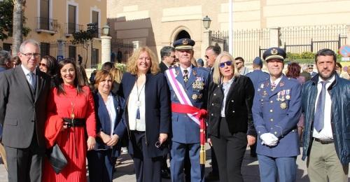 La alcaldesa y miembros del equipo de Gobierno con el General García Hernández y el Comandante Zapata