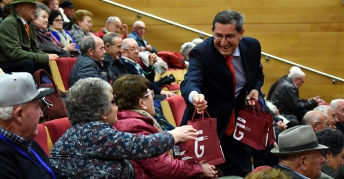 Más de 100 de mayores disfrutarán de la Navidad en la Costa gracias al programa de convivencia de Diputación