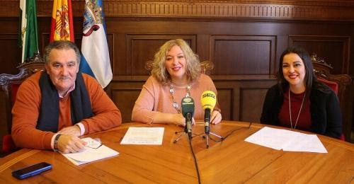 Antonio escámez, Flor Almón y Alicia Crespo en la presentación de Motril en FITUR