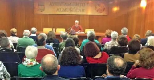 Interesante conferencia del catedrático Juan Antonio Estrada en Almuñécar