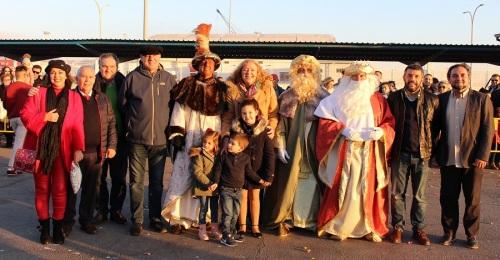 Los Reyes Magos desembarcan en el Puerto de Motril con más de 13 mil kilos de caramelos, regalos y mucha ilusión