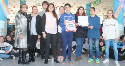 El IES Nazarí recibe el reconocimiento de la ONG Save the Children