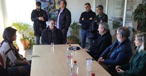 El presidente del Puerto de Motril visita la empresa SAT Campos de Granada