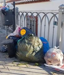 Gustavo Aybar critica que haya bolsas de basura que pasan hasta más de 5 días sin ser recogidas en el Casco Antiguo