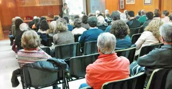 Interesante conferencia sobre 'Herencia y determinismo genético en humanos' de la profesora de la UGR Esther Viseras