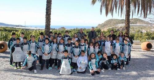 Los alumnos de 3º y 4º de Primaria del Colegio San Agustín en la finca Cortijo Vaquero de Motril