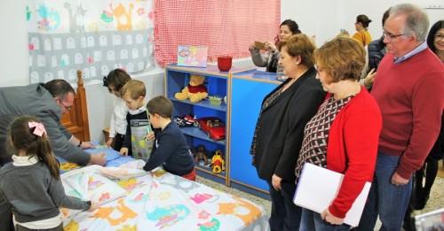 Alumnos de Motril se conciencian sobre el reparto de los trabajos del hogar en 'La Casita de la Igualdad_