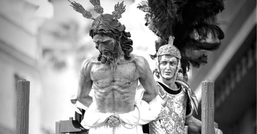 Cartel de la Semana Santa de Almuñécar, obra del fotógrafo local Leonardo Cervilla Rivero