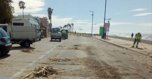 Comienzan los trabajos de limpieza y arreglo de las playas tras los temporales.jpg