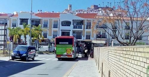 El PP de Salobreña critica el estado de la parada de autobús de la Villa