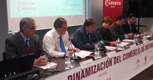 Instituciones y empresarios debaten en Motril sobre el futuro del pequeño y mediano comercio