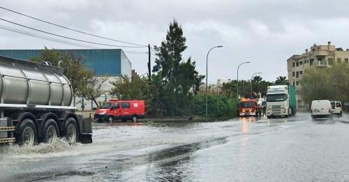 Los Bomberos de Motril dan cobertura a numerosas incidencias por las abundantes lluvias registradas