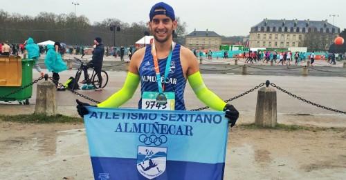 Luis Padial, del Club Atletismo Sexitano, en el Media Maratón de París