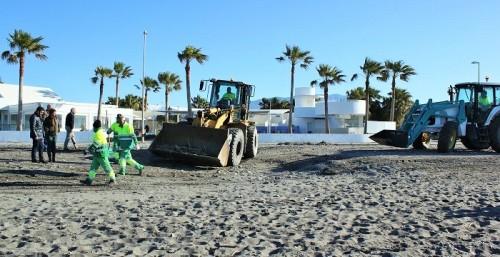 Plan especial de limpieza para Semana Santa que incluye las playas de Motril