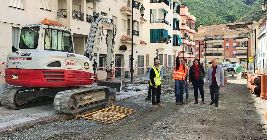 Sergio García visita las obras de mejora que se están ejecutando en los municipios de Albondón y Albuñol