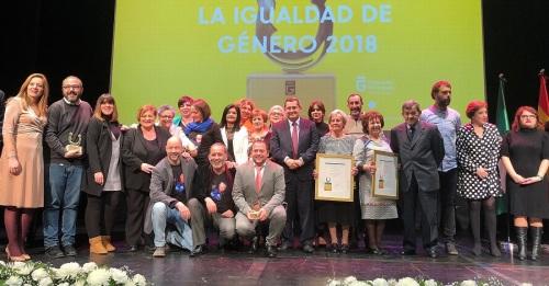 Susana Feixas felicita a la Asociación Cultural Pasaboga Teatro de Motril por el 'Premio por la Igualdad de Género 2018'