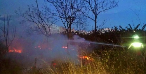 Bomberos de Almuñécar sofocaron un incendio en la zona de Costa Banana
