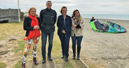 El PP propone crear carriles de nado para deportistas en la playa de Motril