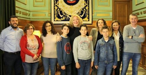 Foto de familia recepción alcaldesa Motril alumnos Cardenal Belluga.jpg