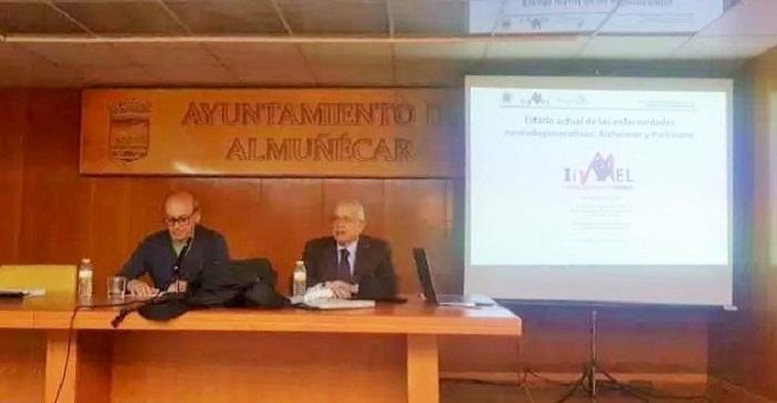 Interesante conferencia del profesor Darío Acuña Castroviejo en Almuñécar sobre Alzheimer y Parkinson