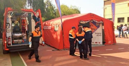 Seguridad muestra a los alumnos del IES La Zafra sus medios de prevención y auxilio en riesgos profesionales