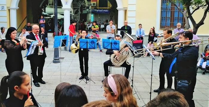 Cuatro plazas sexitanas se llenaron de música con la Banda Municipal