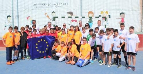 Escolares de Motril celebran el Día de Europa con un torneo de fútbol sala