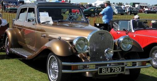 Exposición de coches antiguos del 'Panther Car Club' en Salobreña.jpg