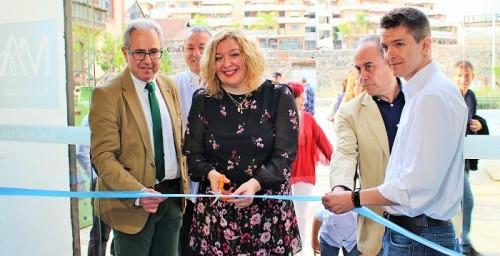 La exposición por el 55 aniversario de Torraspapel muestra parte de la historia contemporánea de Motril