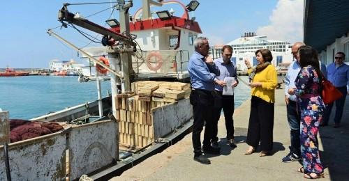 La Junta pide al Gobierno que no condene al amarre a la flota de arrastre de la Costa y garantice su viabilidad