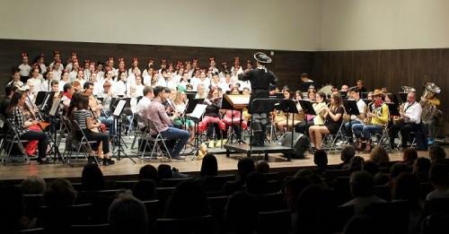 La magia de Disney en el CDT con el Coro Escolar del CEIP Cardenal Belluga y la Banda de Música de Salobreña