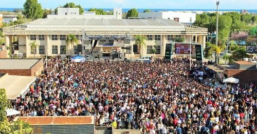 La Tentación reúne en la plaza de la Coronación de Motril a miles de personas en un concierto inolvidable