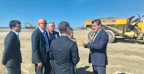 Luis Salvador visita Motril para apoyar las reivindicaciones de la Costa.jpg