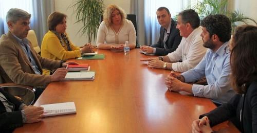 Momento de la reunión de la delegada de la Junta en Granada con la alcaldesa de Motril y los tenientes de alcalde.jpg