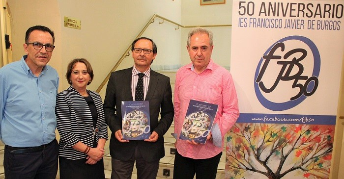 Presentación del Libro del 50 aniversario del IES Francisco Javier de Burgos en el Teatro Calderón de Motril