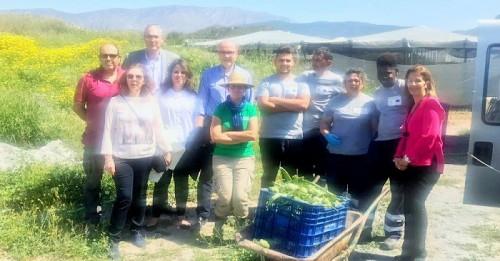 Representantes de Ciudadanos conocen el proyecto Sembrando Oportunidades que Cáritas desarrolla en Motril