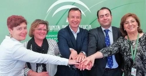 Salud acoge la firma de un convenio entre los dos hospitales universitarios de Granada y la Asociación AGREDACE.jpg